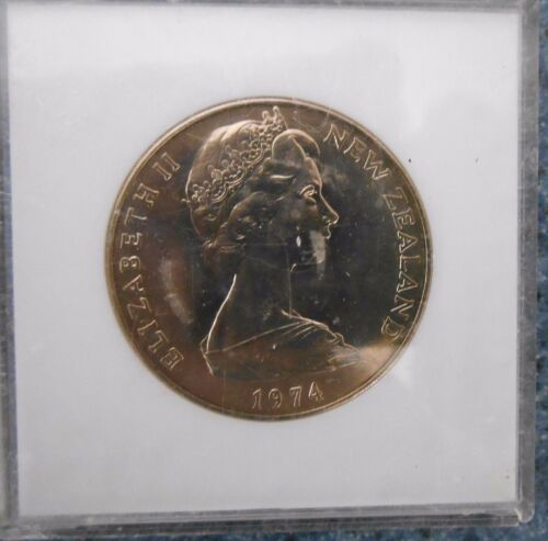 """1974 NEW ZEALAND /"""" COMMONWEALTH GAMS $1 DOLLAR UNCIRCULATED COIN IN PERSPEX CASE"""
