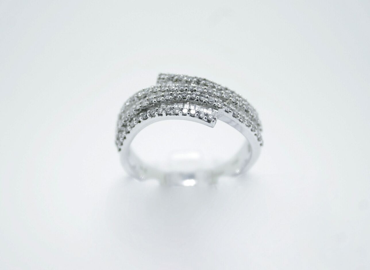 18ct White Baguette Diamond Ring with Round Diamonds 0.67ct