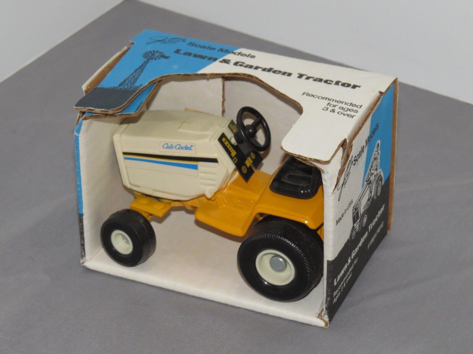 Vintage Cub Cadet Lawn Lawn Lawn & Garden Tractor by Scale Models NIB 1 16 MINT ea5fec