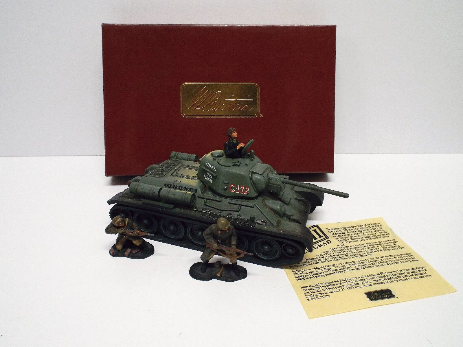 BRITAINS 17497D RUSSIAN T-34 76 TANK WITH FIGURES EXCELLENT BOXED  (BS2459)