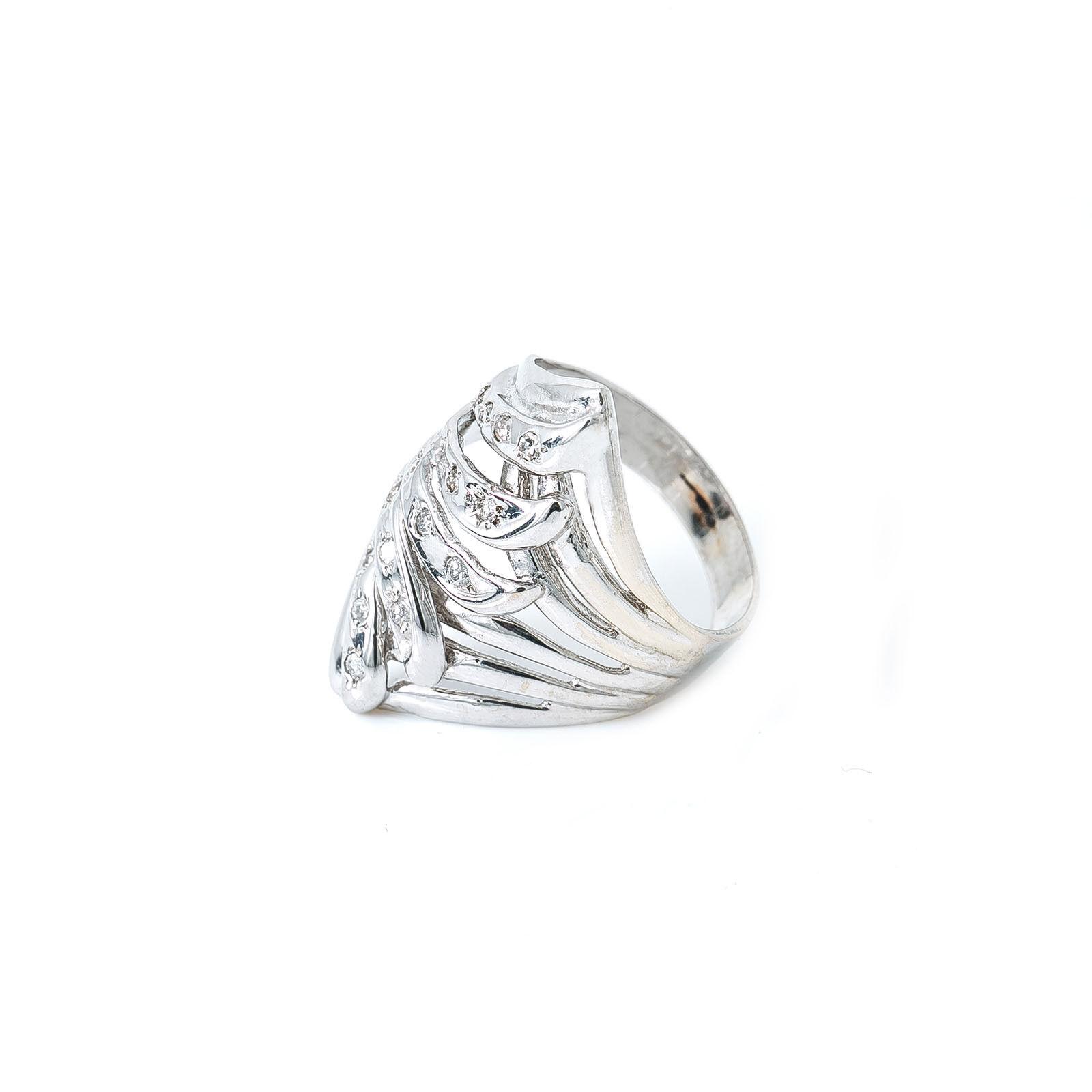 14K White gold Diamond Ring 6.3 Grams Ring Size 8