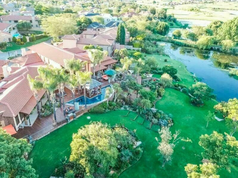 A Huge Luxurious 5 Bedroom House For Sale In The Eagle Canyon Golf Estate