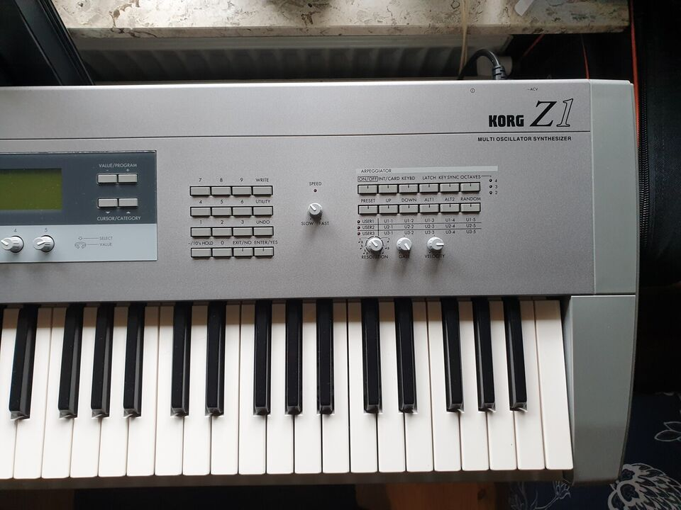 Synthesizer, KORG Z1