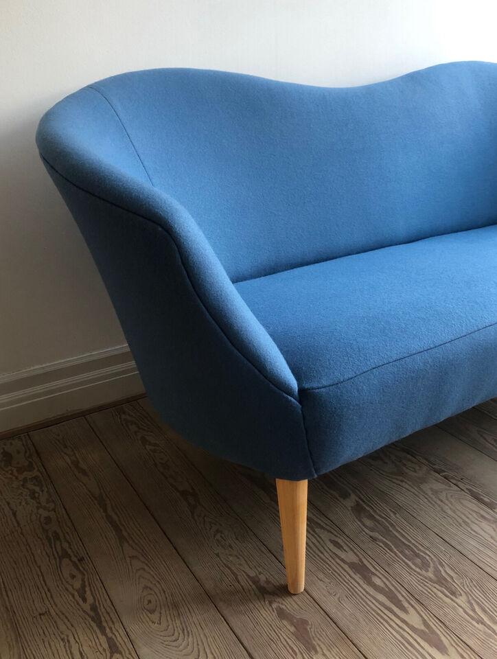Fin topersoners sofa i flot blå farve.