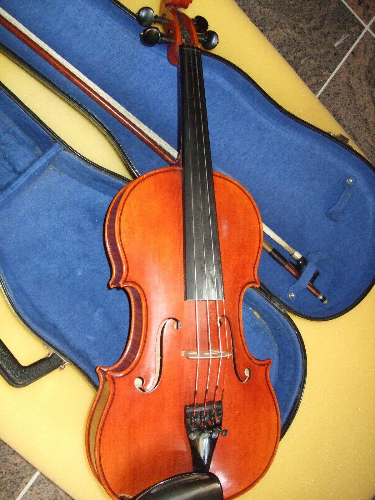 Geige mit Bogen und Kasten