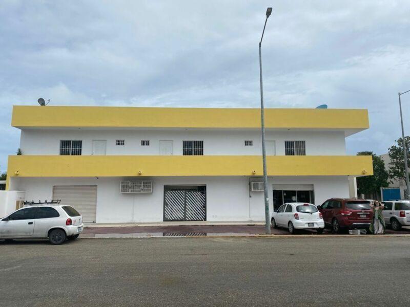 Edificio con Plaza Comercial en planta baja en Playa del Carmen