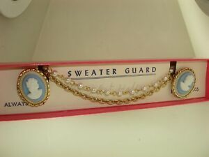 LOVELY-VINTAGE-1950-039-S-ERA-034-SWEATER-GUARD-034-NEW-IN-ORIGINAL-BOX