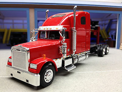 1/64 SPECCAST RED FREIGHTLINER CAB & CHASSIS