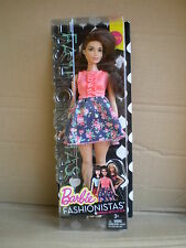CURVY Barbie Fashionistas Primavera in stile Fashionista Doll Mattel