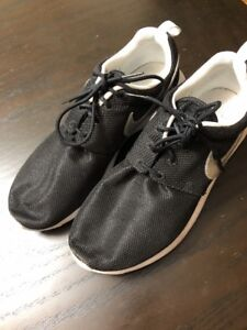 size 40 9eeb0 dbe88 Details about Nike Roshe One Boys Size 7 Casual Shoes Sneakers From Finish  Line , Black , EUC
