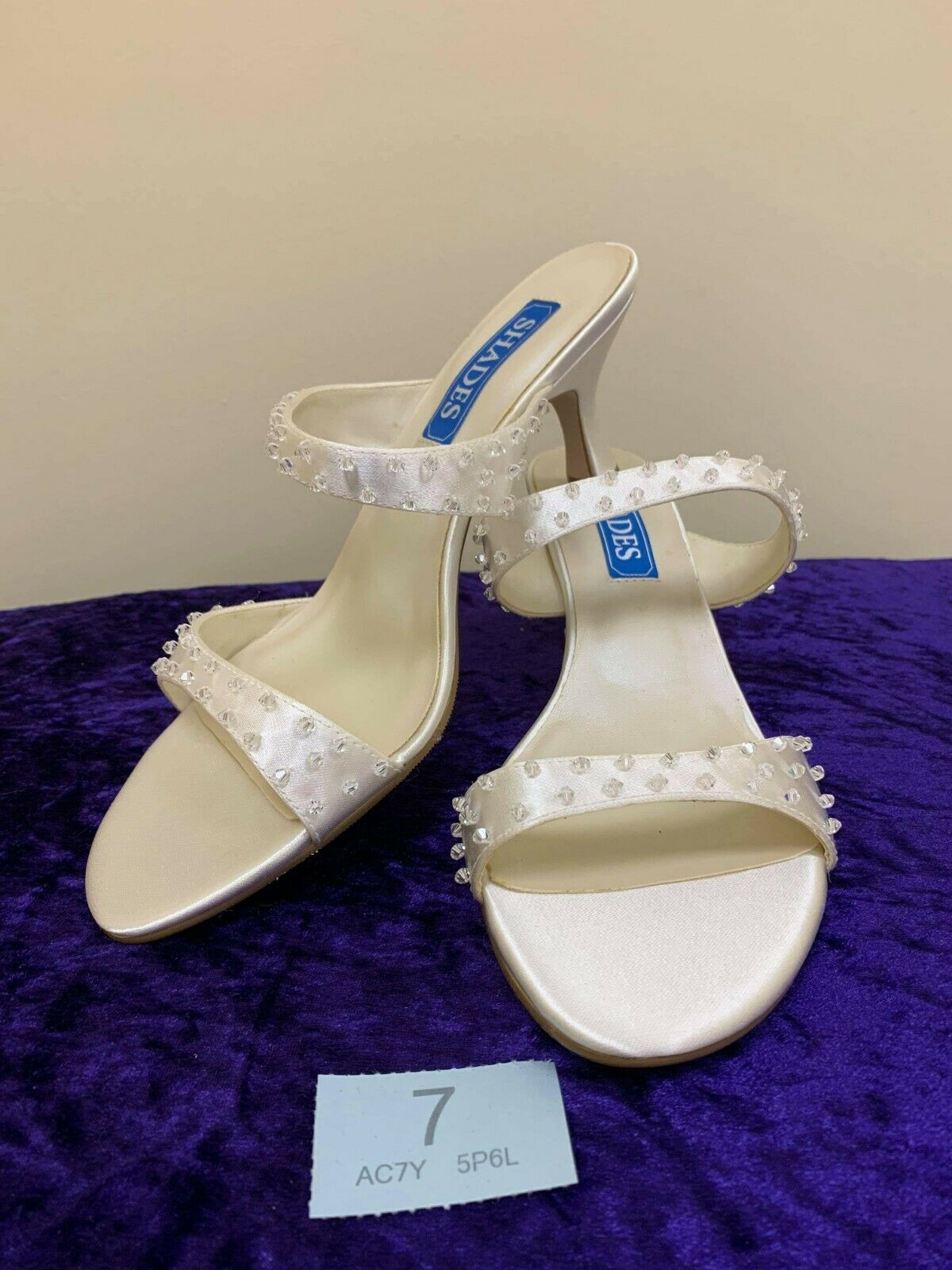 New in box Shades ivory wedding shoes size 6 Style 874 Code 7