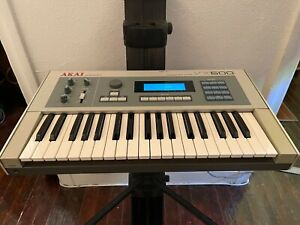 Akai-VX600-Vintage-Six-Voice-Polyphonic-Synthesizer-w-Case