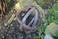 Inusual pequeño decorativo de hierro forjado Esfera Remachada bolas de hierro oxidado Escultura
