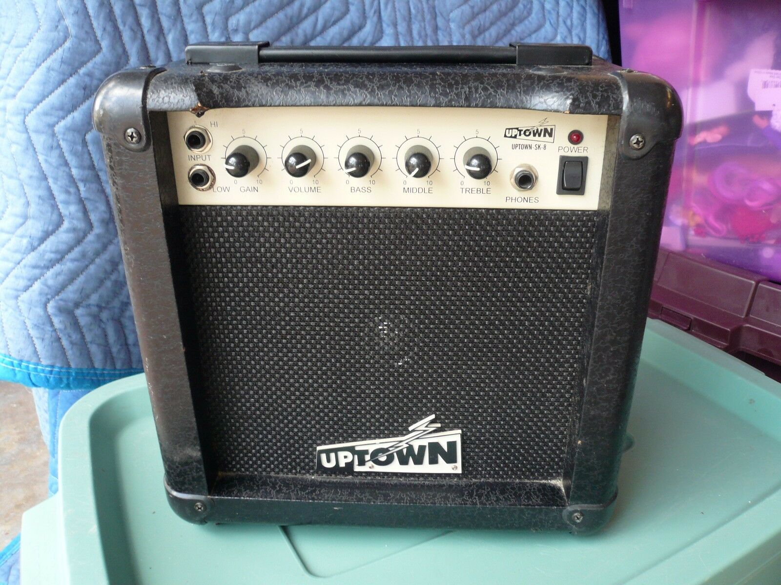 Uptown SK-8 Guitar Amp Amplifier PLAY ANYWHERE   Works on 110, Batteries, DC12v