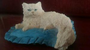 Border-fine-arts-Persian-on-cushion
