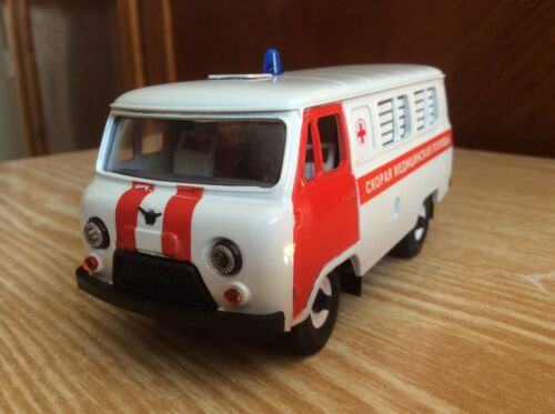 "UAZ-3962 Bus plastic ""Ambulance"" SarAvto  1:43 USSR car"