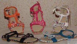 Chaussures-Sandales-Tongs-Fille-Similicuir-et-Tissus-Fleuries-Pierre-cedric