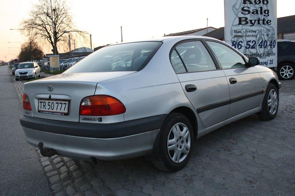 Toyota Avensis 1,8 Luna Benzin modelår 1999 km 335000