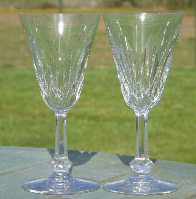 Baccarat - Lot de 2 verres en cristal taillé, modèle Tourville. Signés H 13,8