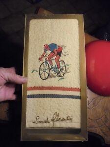 Serviette-Bain-Sarah-Florentin-Cycliste-Brode-Velo-Coureur-Style-Tour-de-France