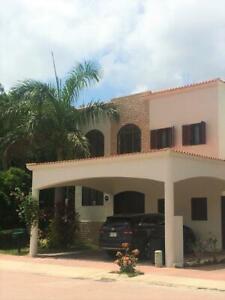 CASA EN VENTA en Cancún RESIDENCIAL CUMBRES, Excelente oportunidad!