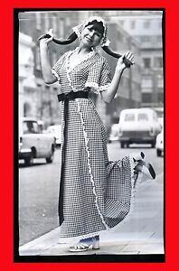 1972-FOTOGRAFIA-FASHION-GINGHAM-GIRL-MODA-DI-034-JEAN-ALLEN-034-MODEL-JANNI-GOSS
