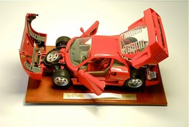 Ferrari F40 Rossa Scala 1   18 Burago edizione limitata con scatola originale.
