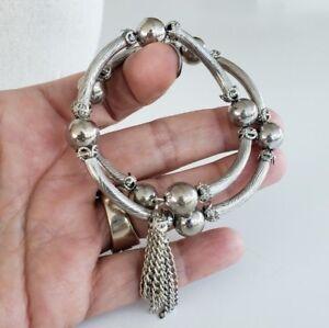 Vtg-Memory-Wire-Bracelet-Elbow-Beads-Textured-Silver-Tone-Bracelet-Tassel-2-Loop
