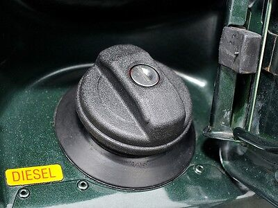 LAND ROVER DISCOVERY 2 II 99-04 LOCKABLE FUEL FILLER CAP WITH 2 KEYS NEW