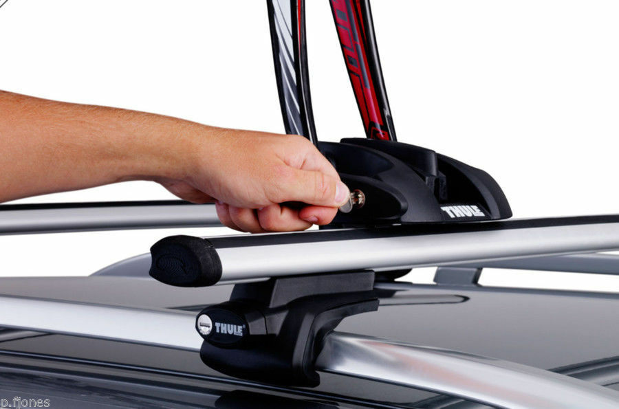 Thule OutRide 561 Roof Bar Mounted Cycle Carrier x 3 3 x d2ea67