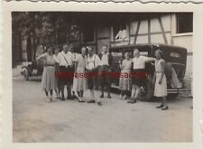 (F8777) Orig. Foto Personen vor einem Fachwerkhaus, Automobil, 1930er
