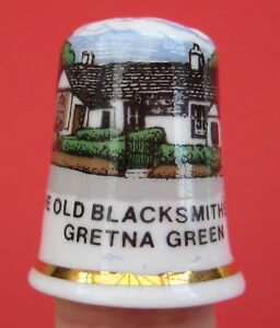 Vintage-thimble-The-Old-Blacksmith-039-s-Shop-Gretna-Green-Fine-bone-china