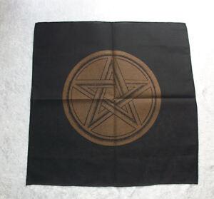Wunderschoenes-schwarzes-Altartuch-mit-goldfarbenem-Pentagramm