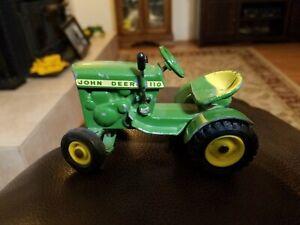 Ertl 1/16 John Deere 110 Lawn Tractor