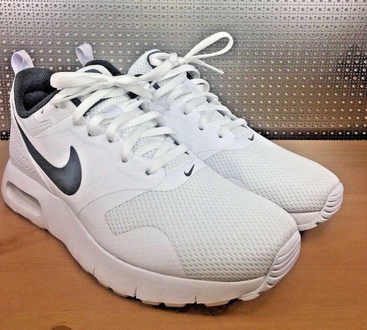 Nike AIR MAX TAVAS (GS) White Grey Youth Size 7Y WMNS Size 8.5 (814443 101) NWOB