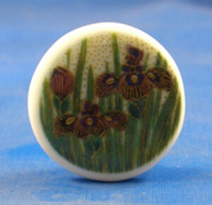 1-034-PORCELAIN-CHINA-BUTTON-SATSUMA-PURPLE-LILY