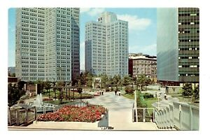 Equitable-Plaza-Pittsburgh-Pennsylvania-Postcard-Gateway-Center-Fountain-Vintage