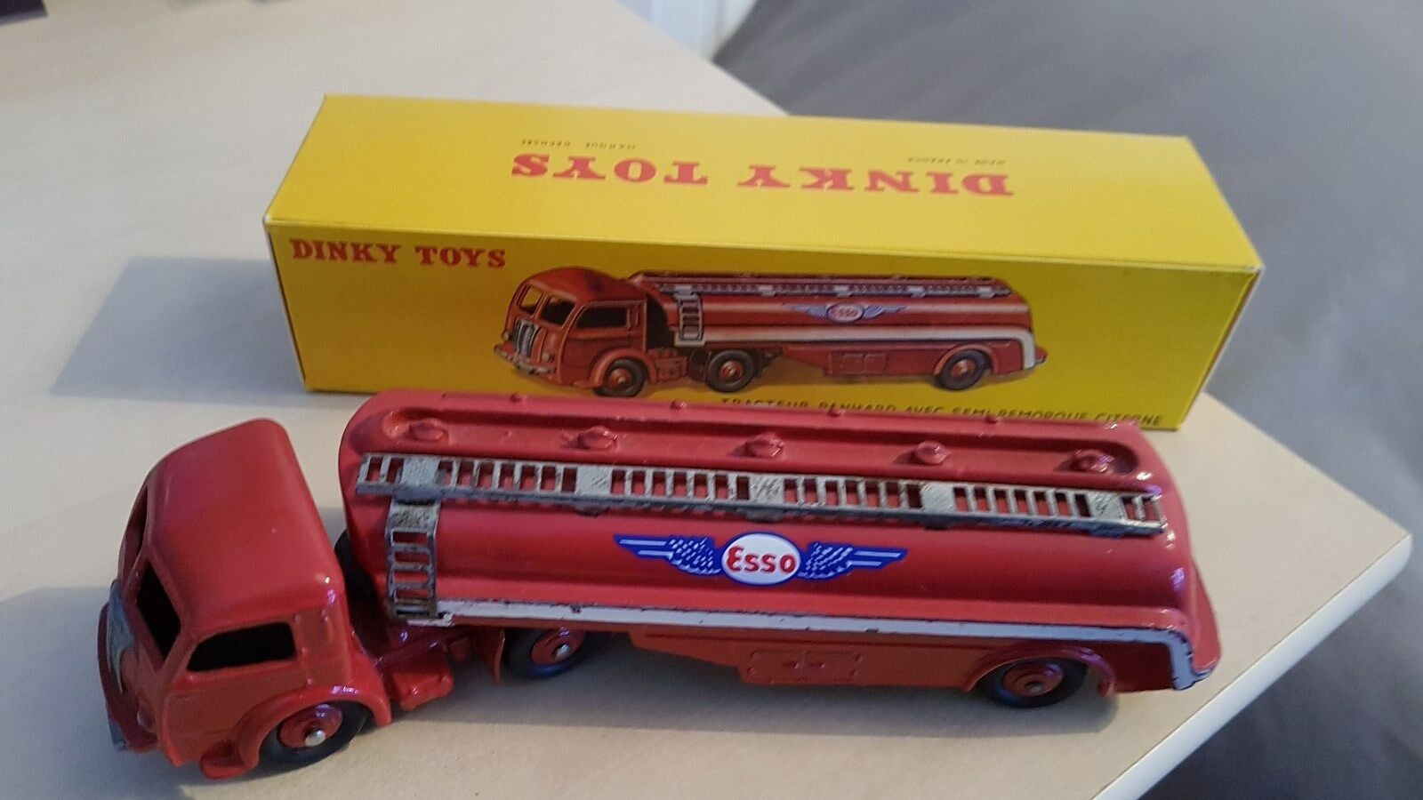 DINKY TOYS PANHARD ESSO 32C  No ATLAS  le magasin