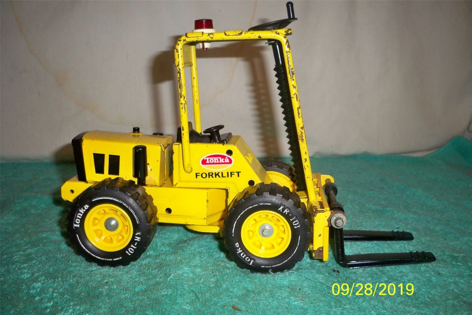 Tonka Forklift 1974   1991 Good Fully Working Toy Pressed Steel 11  Long