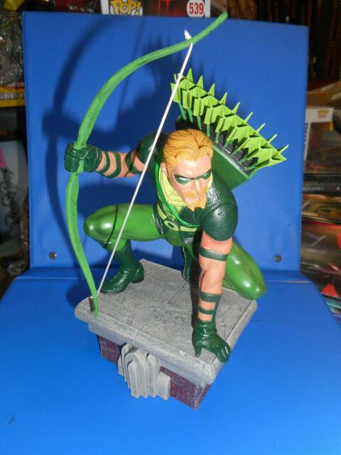 DC COMICS Green Arrow Pvc Figure Diamond DC Gallery Arrow TV