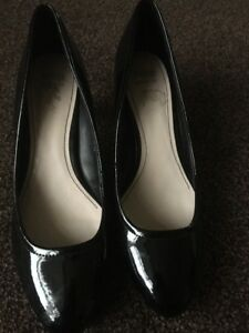 Ladies-Marks-and-Spencer-Wider-Fit-Black-Patent-High-Heeled-Shoes-Size-5-UK