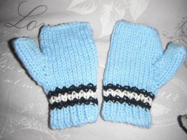 (c) Coppia Di Hand Knitted Guanti Dito-meno Blu Chiaro Con Black & White Stripe Garanzia Al 100%