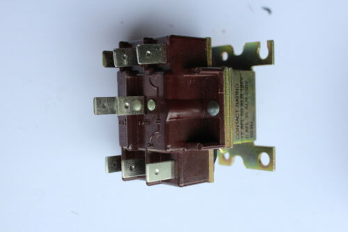 Steveco RBM Type 91 Relay 90-340 Two Pole Double Throw 125//250A AC 24V Coil 8pin