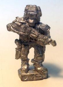 Adroit Dixon Miniatures Sci-fi Trooper 1 (pirate) Dm Mf1 Rare-afficher Le Titre D'origine Soyez Amical Lors De L'Utilisation