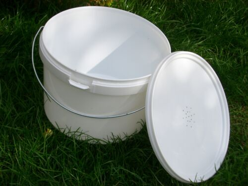 4 Beekeeping Contact Bucket Feeders 2L 1//2 Gallon