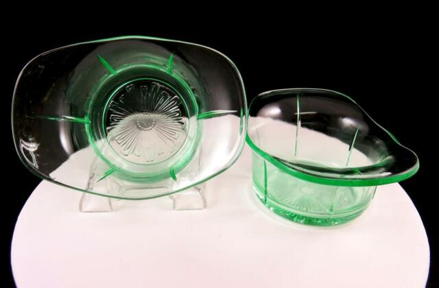 US GLASS DEPRESSION ERA 2 PC TENDRIL VASELINE GLASS 5 1/2
