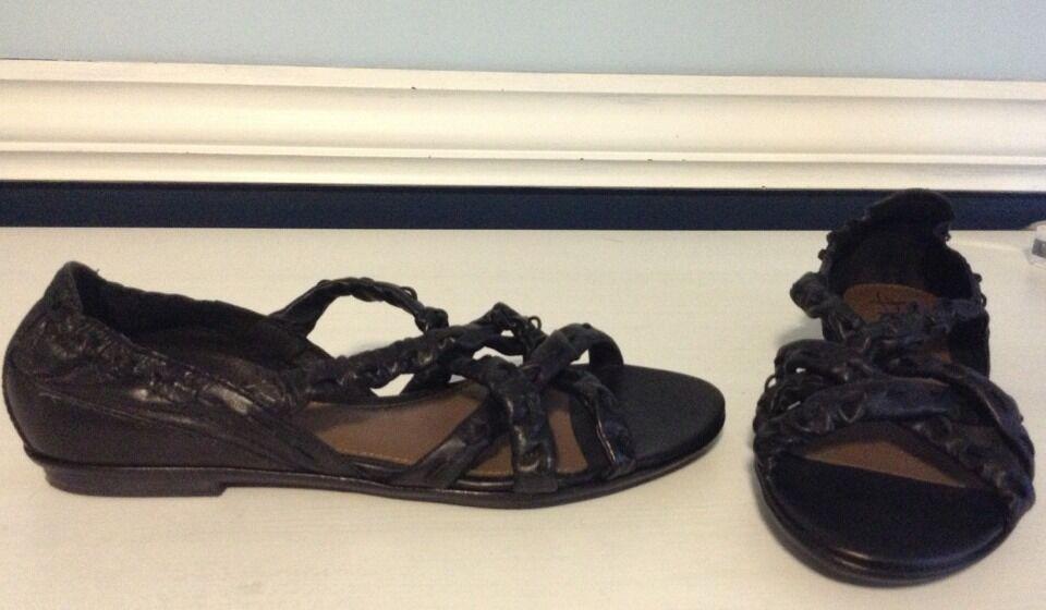 B. Makowsky Leather Strappy Sandals Sz 9 1 2 M New