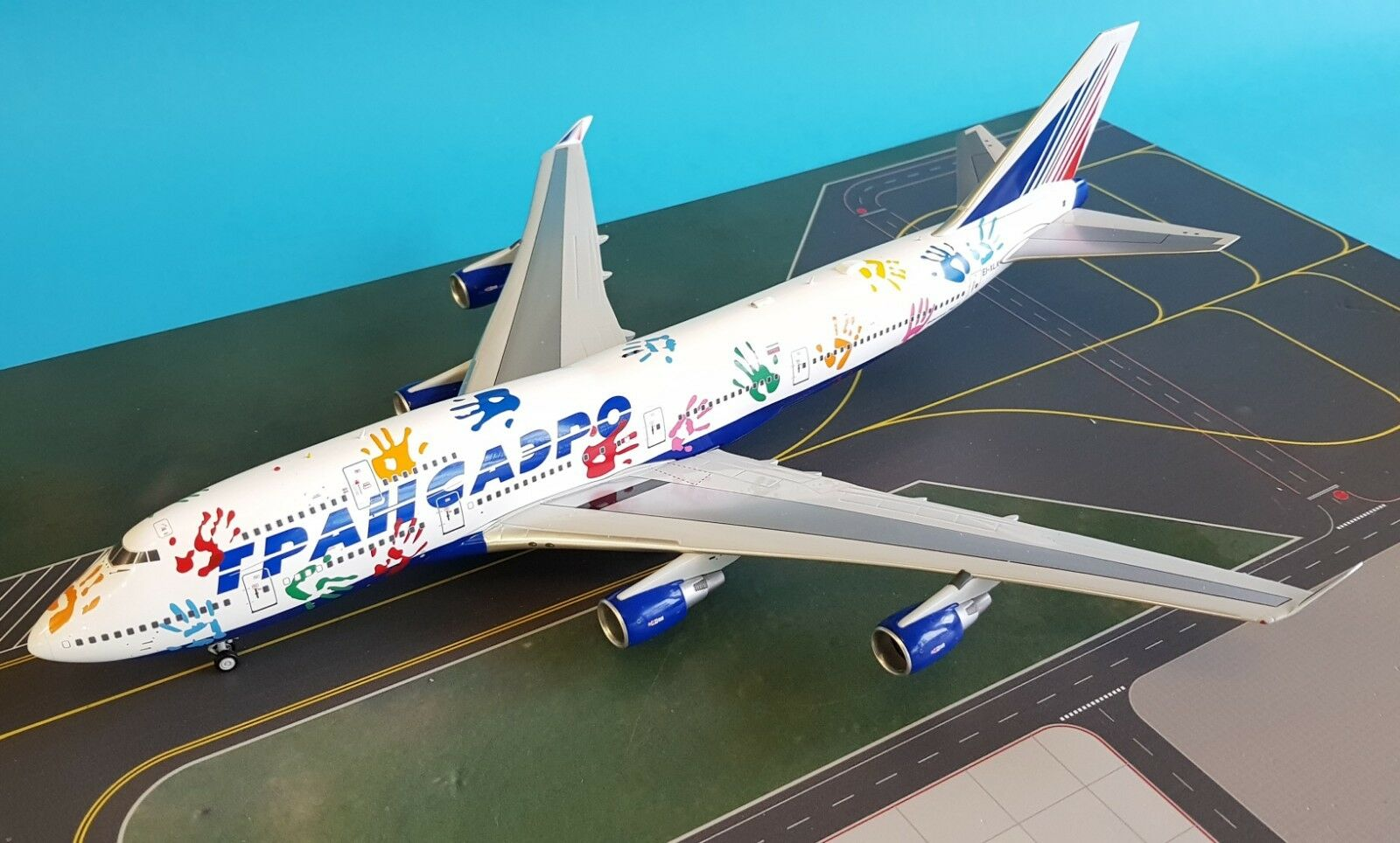 Inflight 200 Boeing 747-400 Transaero EI-XLK 'Flight Of Hope ' (with stand)