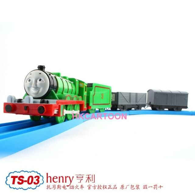 TOMY TRACKMASTER THOMAS & FRIENDS TS-03 HENRY WITH 2 TRUCKS MOTORIZED TRAIN