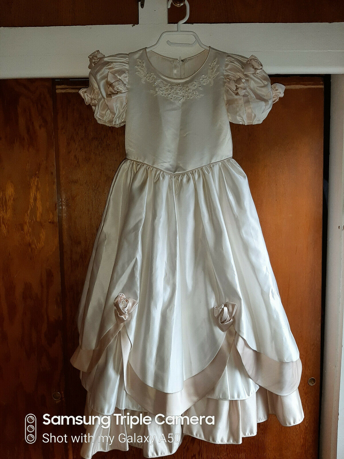 IVORY & BEIGE FLOWER GIRL DRESS-GOWN-SZ 6-CUTE-BEADS-EMBROIDERY-ROSES-LAYERED